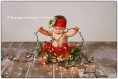 This is beyond adorable! love this for a baby christmas photo shoot! Laura Kruger Photography Blog: Loving these Holiday Shots
