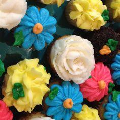 Spring cupcake minis! Via www.facebook.com/heartsnbellies
