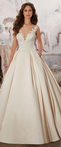 Elegant Tulle & Satin Scoop Neckline A-Line Wedding Dresses With Lace Appliques
