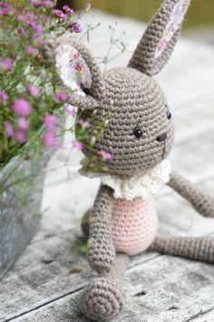 Collar lace bunny - amigurumi design by lilleliis