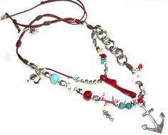 a navegar. Collar largo doble realizado en hilo de algodón, zamak y resina Medida collar doble: 80(corto) y 90(largo) cm + Medida colgante: 6 cm
