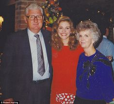Grilling burgers: Julia Roberts, seen here with Robert and Margaret Harling on the set of Steel Magnolias, would come over to their home and sift through family scrapbooks Steel Magnolias 1989, Magnolia Movie, Grilling Burgers, All American Boy, Mary Tyler Moore, Favorite Movie Quotes, Academy Award Winners, Julia Roberts, Famous Men