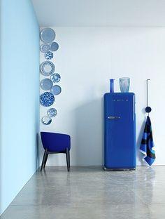 Blue White China plates hung on wall - DIY Inspiration