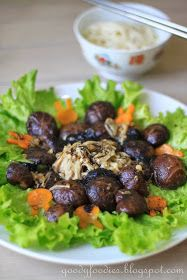 Eat Your Heart Out: Recipe: Braised mushrooms with fatt choy and lettuce