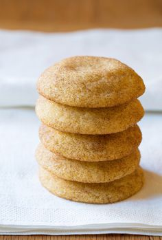 To me, Snickerdoodles are the quintessential Christmas cookie. Nope, they are altogether the quintessential cookie. Not chocolate chip cookies. And for heaven's sake, not fussy decorat… The Pioneer Woman, Pioneer Women, Jam Recipes, Cookie Recipes, Dessert Recipes, Dessert Ideas, Yummy Recipes, Recipies, Delicious Desserts