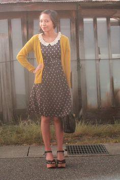I love this polka dot dress with the green sweater.  (and who doesn't love a peter pan collar?)