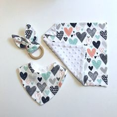 Baby gift unisex gift for a baby teether ring baby security blanket baby toddler bib hearts baby set babyshower gift grandchild gift Baby Set, Handgemachtes Baby, Baby Gift Sets, Baby Bibs, Diy Baby Gifts, Baby Crafts, Baby Shower Gifts, Baby Security Blanket, Toddler Bibs