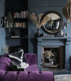 Style At Home, Dark Lounge, Living Room Designs, Living Room Decor, Home Bar Rooms, Hague Blue, Purple Rooms, Purple Living Rooms, Purple Interior