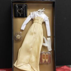 Franklin Mint Titanic Rose Vinyl Doll Yellow//Creme Lace Ensemble RARE With COA