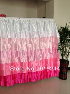 https://i.pinimg.com/236x/c0/96/9b/c0969b750ba14bf4cfd10c77ed6949c1--window-curtains-shower-curtains.jpg