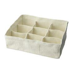 €14.95 KOMPLEMENT Säilytyslokerikko, tekstiiliä, valkoinen Käsin kudotut lokerikot mm. alusvaatteille ja sukille. 2 kappaletta mahtuu 100 cm leveään hyllyyn tai laatikkoon.