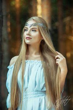 Elven Hairstyles, Headband Hairstyles, Elvish Wedding, Looks Hippie, Elven Princess, Elfa, Renaissance Fashion, Fantasy Dress, Circlet
