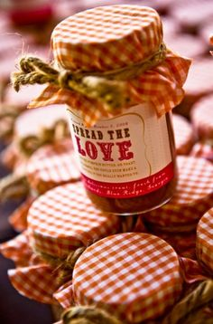 Spread the love wedding favors, so sweet! Make some homemade jam and some homemade labels and you have perfectly wonderful wedding favors! Wedding Puns, Jam Wedding Favors, Country Wedding Favors, Jam Favors, Fall Wedding, Diy Wedding, Rustic Wedding, Wedding Ideas, Party Favors