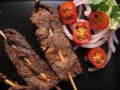How to Make Nigerian Suya. Typical Nigerian food is suya: bbq'd peanut-marinaded meat on sticks. Spiced Beef, Nigerian Food, Nigerian Suya Recipe, Home Food, Mets, Spice Mixes, Food 52, Bbq Food, The Best