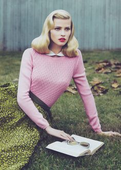 Lara Stone by Mert & Marcus for Vogue US September 2010 but with mint hair! Pastell Fashion, Look Fashion, Fashion Models, Girl Fashion, Pin Up Retro, Retro Style, Vintage Style, Pelo Retro, Pelo Vintage