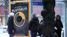 Dolly Dimples Pizza stunt on the bus Innovate 01 2015 JCDecaux Norway