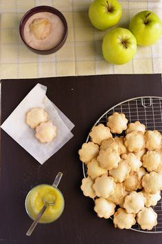 apple-filled cookies...such a great idea! Wonder if this recipe would work with brown rice flour?