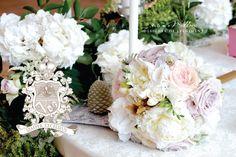 ARANJAMENTE FLORALE DESIGN NUNTA - DECORATIUNI FOREST INSPIRATION - PALATUL STIRBEY , PRINTESA MARIA LAC PVILION, BY TONI MALLONI EVENTURE CO. Floral Wreath, Wreaths, Table Decorations, Design, Home Decor, Flower Crown, Decoration Home, Door Wreaths, Deco Mesh Wreaths