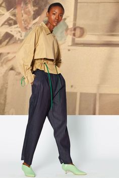 Tibi(c) Fairchild Fashion Media Catwalk Fashion, Zara Fashion, Fashion Pants, Fashion Outfits, Womens Fashion, Afro, Fashion Colours, Light Jacket, Fashion News