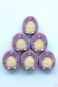 Penguin icebox cookies (a roll of white cookie dough wrapped in purple cookie dough, then sliced). ~ I am in love with these cookies! Icebox Cookies, Roll Cookies, Cute Cookies, Galletas Cookies, Sugar Cookies, Vanilla Cookies, Cookie Desserts, Cookie Recipes, Purple Cookies