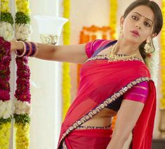 tech ~ Pin on saree navel & cleavage ~ - This Pin was discovered by Anisha vahini. Beautiful Girl Indian, Most Beautiful Indian Actress, Beautiful Saree, Beautiful Gorgeous, Saree Navel, Indian Girls Images, Stylish Girl Images, South Indian Actress, South Indian Heroine