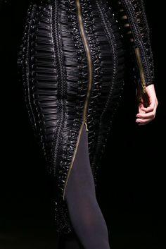 Balmain Fall 2014 Ready-to-Wear Fashion Show - Jourdan Dunn Dark Fashion, Leather Fashion, High Fashion, Fashion Show, Gothic Fashion, Fashion Outfits, Runway Fashion, Fashion Beauty, Womens Fashion