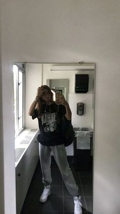 Cool Grunge Outfits For Women - Outfits Cool Grunge Outfits For Women Source by lazy outfits Girls Winter Fashion, Black Girl Fashion, Fall Fashion Outfits, Mode Outfits, Look Fashion, Jean Outfits, 90s Fashion, Zara Fashion, Fashion Hacks