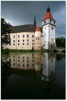 Blatná | Explored: Aug 17, 2010 #316 Thanks a lot! | Katka Samková | Flickr Medieval Town, Medieval Castle, Beautiful Castles, Beautiful Places, Places To Travel, Places To Visit, Amazing Buildings, Modern Buildings, Modern Architecture
