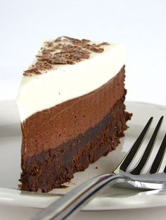 Chocolate Mousse Cake - Chocolate Desserts OMG