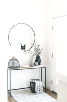 modern home decor, minimal home decor, stylish home, modern home, interior design inspo / Dekopub - quotes. Black Interior Design, Home Interior, Interior Design Inspiration, Design Ideas, Modern Interior, Modern Entryway, Modern Bedroom Decor, Home Modern, Modern Room