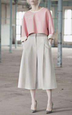 Vika Gazinskaya Fall 2015 Ready-to-Wear Fashion Show Modest Fashion, Hijab Fashion, Fashion Show, Fashion Outfits, Womens Fashion, Fashion Design, Fashion Trends, Mode Pastel, Pull