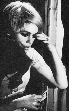 Edith Edie Minturn Sedgwick wearing a wig Heiress Socialite 1960s Sixties Andy Warhol Pop Art Film Superstar Actress Vogue Youthquaker Underground Fashion Icon Silver Factory 1960s Sixties Photo by Billy Name #EdieSedgwick #AndyWarhol