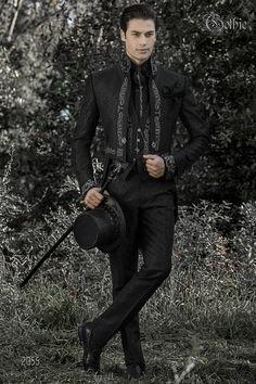 Queue-de-pie homme col mao gothique noir avec broderie argent et strass. 600a3d3eb9e