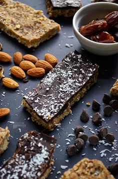 Raw and Chocolate Covered Protein Bars Dark Chocolate Chips, Melting Chocolate, Chocolate Covered, Raw Food Recipes, Baking Recipes, Raw Bars, Love Eat, Healthy Sweets, Protein Bars