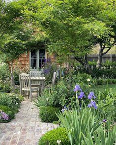 Landscape Design Small, Modern Garden Design, Small Garden Buildings, Cottage Garden Plants, Cottage Gardens, Front Courtyard, Garden Paving, Cedar Shingles, Dream Garden