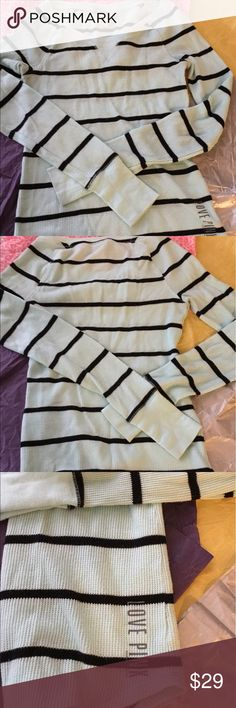 PINK BY VICTORIA SECRET MINT GREEN AND BLACK TOP PINK BY VICTORIA SECRET MINT GREEN AND BLACK TOP. LONG SLEEVES VERY COOL FOR THE SUMMER. SIZE XS. EXCELLENT CONDITION PRICED TO SELL . PINK Victoria's Secret Tops Tees - Long Sleeve