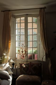 Provence Interior Exterior, Home Interior Design, French Style Homes, Cottage Interiors, French Interiors, Cosy Corner, French Country Cottage, Classic House, Decoration