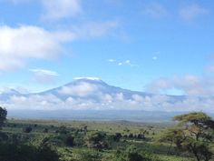 Mornings by the mountain - clear sunny skies in Amboseli