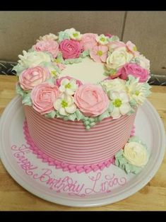 """cake size 9"""" butter cream frosting n flowers"""