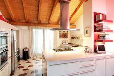 Cucina grigio chiaro lucido piano in Corian elett. Gaggie ai