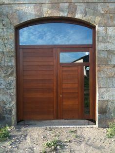 otro estilo de puerta de exterior mas ancha y muy elegante