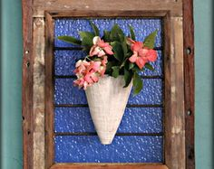 Quadro em pique e vaso de cerâmica