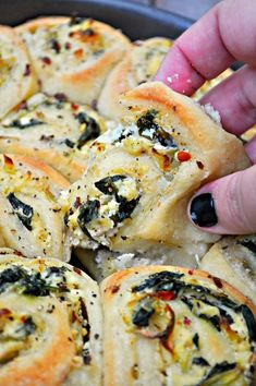 Vegan Savory Spinach and Artichoke Rolls Vegan spinach and artichoke dip in a handheld package! The dough is slathered with creamy spinach and artichoke spread and baked to perfection! - Vegan Savory Spinach and Artichoke Rolls - Rabbit and Wolves Vegan Foods, Vegan Dishes, Vegan Vegetarian, Vegetarian Recipes, Healthy Recipes, Vegan Apps, Vegan Meals, Healthy Rolls, Vegetarian Christmas Recipes