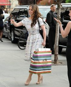 Jennifer Love Hewitt in Christian Louboutin New Simple Pump nude ...