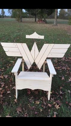 Wonder Woman chair - so cute! Wood Projects, Projects To Try, Wonder Woman Party, Superman Wonder Woman, Diy Furniture, Diy And Crafts, Sweet Home, Geek Stuff, Crafty