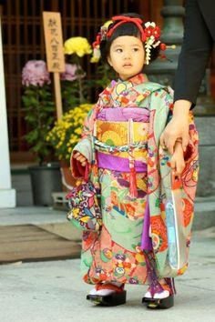 Japanese girl dressed for Shichi-go-san event 七五三 着物 Yukata, Beautiful Children, Beautiful People, Japanese Kids, We Are The World, Japanese Outfits, Japanese Beauty, Japanese Kimono, Japan Fashion