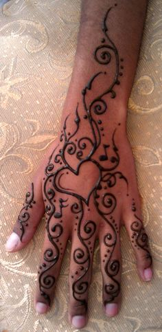 New Easy and Simple Mehndi(Henna) Designs For Beginner Girls Henna Hand Designs, Henna Tattoo Designs Simple, Beautiful Henna Designs, Mehndi Designs For Beginners, Simple Henna, Tattoo Henna, Henna Mehndi, Mandala Tattoo, Mehendi