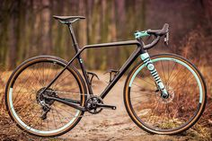 Over the weekend in Berlin, new bike maker Rondo rolled out a broad new line of variable geometry Ruut gravel road bikes. Based around the same full carbon fork with a set of flip chips at the front thru-axle, the bikes can quickly swap back and forth between a paired setup of either endurance or race …