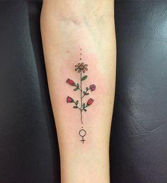 Fofura de hoje (feita no antebraço) #tattoo #gabitattoo #gabiblaezer #feminismo…