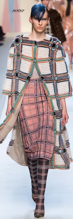 Fendi Spring 2018 Couture Fashion, Runway Fashion, Fashion Show, Fashion Looks, Womens Fashion, Fashion Design, Fashion Trends, Fendi, Vogue
